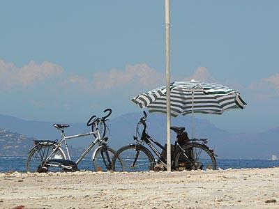 vélos et parasol.jpg