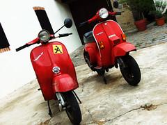 69 anni in 2 (the_SMOOTH) Tags: red vespa yo s 1983 pk prima 50 serie mie 1964 rossa sportellino