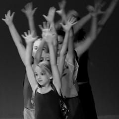 Sea of hands (Mingfong) Tags: ballet fun play story stories  ijsselstein      mingfongjan msolgavankoningsbrugge fulcotheather cityofijsselstein bubbelsenbengels wwwovkbnl sketchoflight mingfongphotography