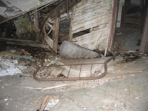 Bent bed frame and the floor vortex