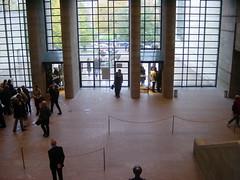 Alte Pinakothek Entrance: The main lobby in the Alte Pinakothek