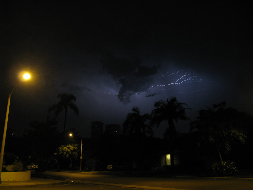 lightning in los angeles