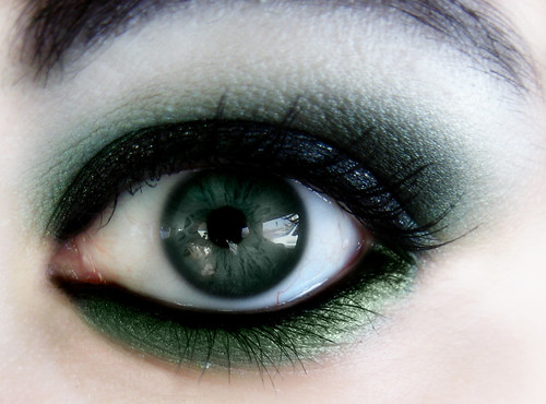 Beautiful dark eyeshadow makeup