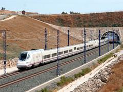 102 doble_Humilladero_05-09-2008 (Jos Francisco_(Fuen446)) Tags: train tren trenes trains ave 102 mlaga railroads renfe altavelocidad highspeedtrains s102 humilladero 10millionphotos
