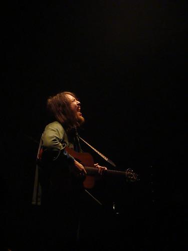 Robin Pecknold sings