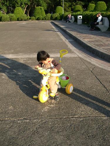 第一次騎三輪車