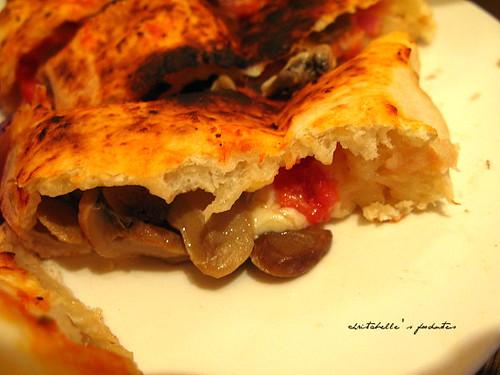 la pizza 火腿磨菇餃子披薩 calzone