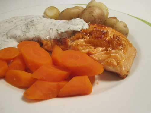 Salmon with yogurt and dill sauce, potatoes, carrots