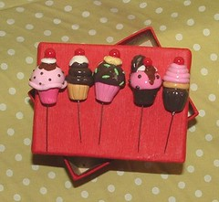 5X cupcake sewing pins - SET A (polymer clay) (yifatiii) Tags: ceramica cake studio cherry pc pin candy sweet handmade embroidery chocolate sewing cream sew pins polymerclay fimo biscuit cupcake clay sculpey pincushion etsy cushion bake topper tapestry kato plastica premo polyclay arcilla ceramicaplastica pastesintetiche coldporcelain polimerica prosculpt sewingpins arcillapolimerica arcillaspolimericas arcillaspolimricas porcelanaenfro yifatiii porcelanaenfrio