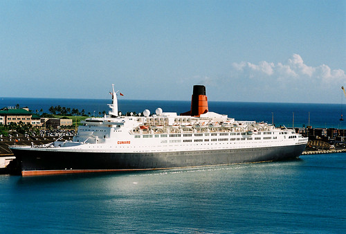 QE2 in Honolulu