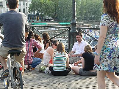 pique nique sur le pont des arts 1.jpg