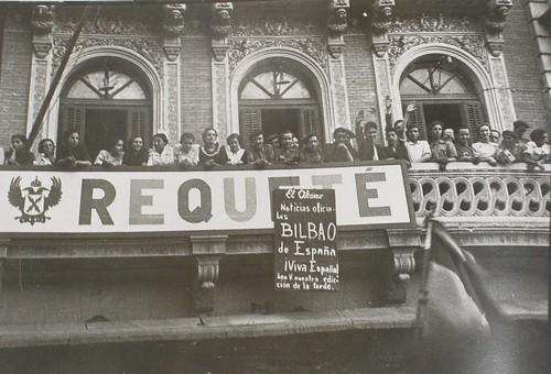 El Requeté de Toledo anuncia la toma de Bilbao. Fotografía Rodríguez