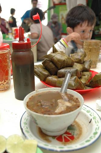 Makanan Khas: Coto Makassar
