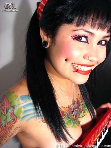diferentes modelo letra tatuaje. letras. modelos. mujeres. piercings