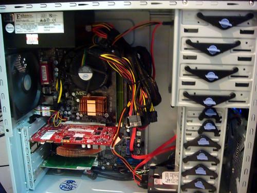 蓁妮與采潔的新電腦(2008/09/20)