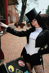 Travelling (A_Riddle) Tags: costume cosplay tophat batman fishnets jlu dccomics dragoncon justiceleague riddle zatanna lafiel
