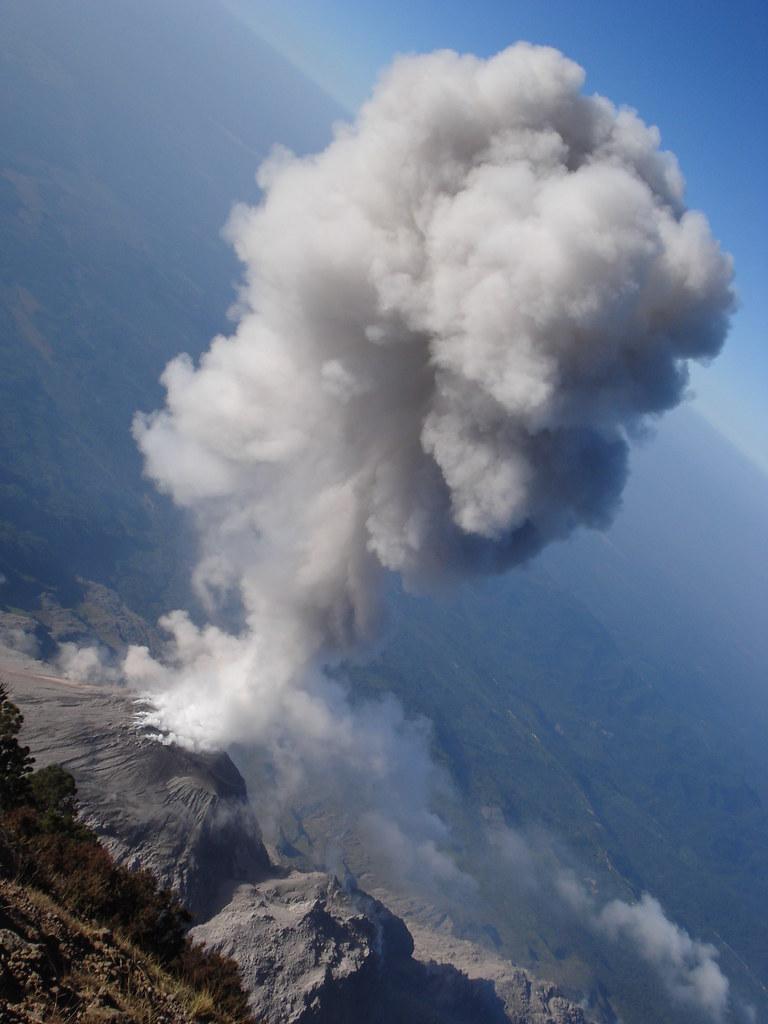 10 impresionantes fotos de volcanes en erupción