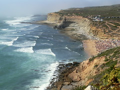 TAKE A LOOK, SURFERS (André Pipa) Tags: sea mist portugal mar rocks surf waves cliffs explore geology gaze atlanticocean oceanoatlântico ericeira ondas geologia cacimba ribeiradilhas andrépipa photobyandrepipa