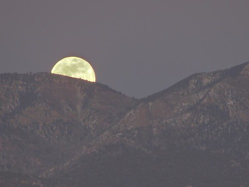 """wolf moon over Sandias • <a style=""""font-size:0.8em;"""" href=""""http://www.flickr.com/photos/10528393@N00/3188473460/"""" target=""""_blank"""">View on Flickr</a>"""