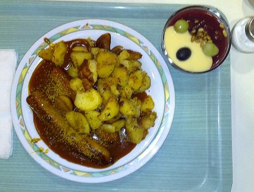 Curry-Bratwurst mit Bratkartoffeln