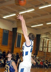 Jeran Conaway puts up the shot in Crane�s win over Harper. (Photo by DEBBIE RANEY)