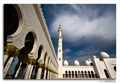 UAE  -  Abu Dhabi  -  Sheikh Zayed Mosque (AlainBadoual) Tags: architecture al highresolution united uae mosque bin arabic hires emirates zayed arab mezquita sultan arabian abu dhabi emir emirate sheikh asch masjid unis ibn  arabesque  mosque grandmosque   unidos nahyan zayid dabi moschee vereinigten rabes    arabes a sheikhzayedbinsultanalnahyan abou emiratos arabischen emirats sultn nahayan mirats halcrow masdschid  schaich  masid ai zyid