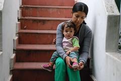 Morena y su mamá Natalia (mherrero) Tags: portrait baby argentina retrato niños niña escalera cordoba natalia madre morena nieta nipote petitfils argüello