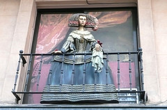 Infanta en la ventana (Princess at the window) (Marvillas Shots) Tags: madrid street espaa calle spain europa europe princess cities culture ciudades princesa popular cultura infanta spanishprincess