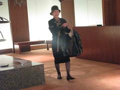 Park Hyatt lobby (Dan_DC) Tags: people woman smile smiling japan tokyo candid bodylanguage lobby parkhyatt gesture gestures individuality