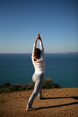 Yoga pose / Virabhadrasana I (Algarve Yoga) Tags: portugal photographer algarve padma ayurveda yogaonthebeach ioga yogaretreat surfcamp thaiyoga montevelho samhinks yogaasanas doranogueria yogaoncliffs dianajostyogaforsurfers