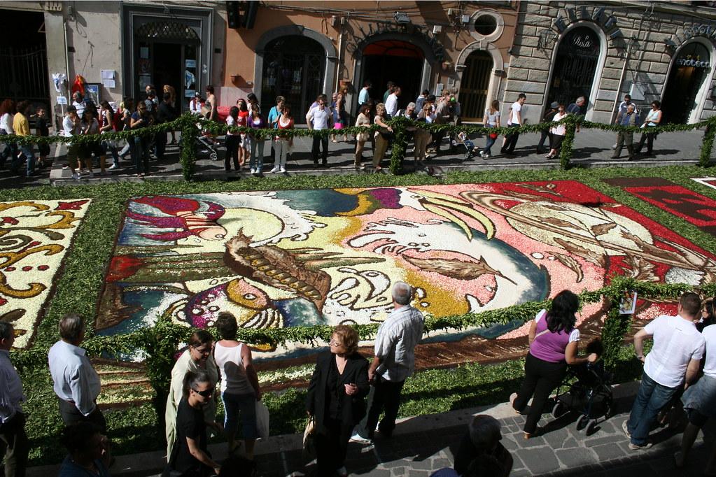 2580305435 a330e779c9 b Infiorata – the Italian flower festival in Genzano [35 Pics]