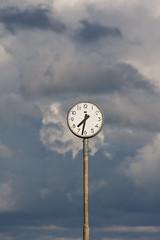 Time for bad weather (Hkan Dahlstrm) Tags: sky clock strand sweden schweden himmel ciel cielo sverige lucht halland svezia falkenberg skrea