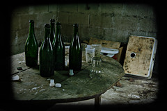 Guide Michelin (B N C T O N Y) Tags: table alcool vin crade trashbit bnctony