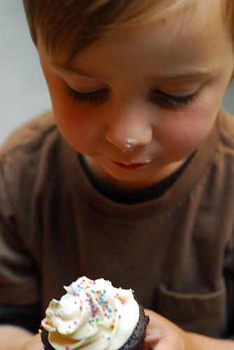 ezra's cupcake.