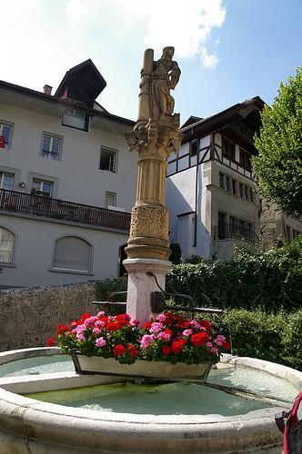 來歐洲, 只要有小噴泉或是小廣場的地方, 表示這裡曾經興盛過~