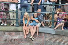 Gay Pride Amsterdam 2008 (FaceMePLS) Tags: feest amsterdam boot nederland thenetherlands homo prinsengracht canalparade gracht lesbo homosexuality lesbisch menandwomen botenparade facemepls homoseksueel nikond300 mannenenvrouwen veelroze prachtigweer lesbinne somsextravagant themageloofhoopenliefde