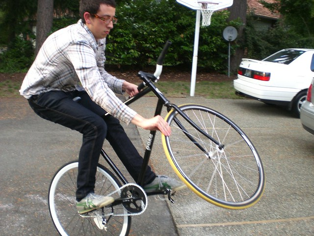 Fixie Video: Fixed Gear Bike Tricks (1)