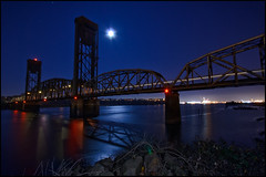 Portland's forgotten bridge (Frank-o Fotos) Tags: longexposure bridge reflection night portland nikon sb600 sigma fullmoon amtrak pdx d200 1020mm lightroom stofen lightstream wilamette strobist frankfalat frankofotos