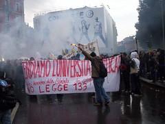 La rivolta si accende (Gec4s) Tags: milano universita scuola studenti manifestazione ragazzi statale istruzione legge133