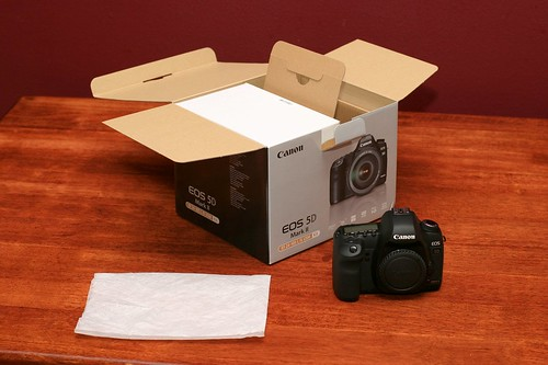 Canon 5D Mark II Unboxing 06