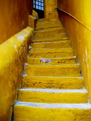 light at the top (msdonnalee) Tags: up yellow mxico stairs jaune mexico  steps stairway treppe escalera amarillo gelb giallo mexique scala guanajuato escada soe escalier steep mexiko treppen messico watchyourstep escala   steepclimb   yellowstairs i bej   crumblingstairs colonialmexicanarchitecture overtheexcellence colourartaward artlegacy  ubej donnacleveland lightatthetop  amareloescadas escaleradecoloramarilla gelbtreppen gialloscale photosbydonnacleveland