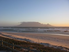 Blouberg Sunset (fuelspin) Tags: orange sun boat sand waves windy son capetown skip shining freight tafelberg blouberg kaap branders sononder skepe golwe