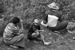 Momento de relax (Anián) Tags: travel relax asian asia southeastasia buddha cigarette burma buddhist smoke buddhism viajes myanmar asie southeast tobacco buda tabaco birmania earthasia anián