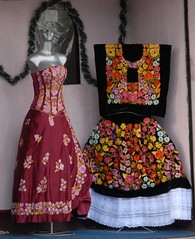 Tehuanas Old and New (Teyacapan) Tags: flowers costumes flores mexico clothing embroidery dresses oaxaca textiles juchitan bordados tehuana teca istmo zapotec tehuantepec
