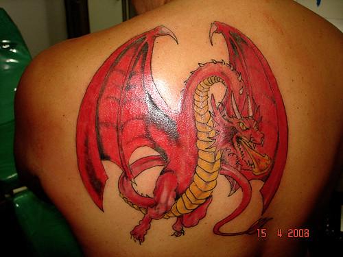 tatuagem dragao medieval nas costas