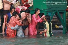 Magh Mela (Lars-Gunnar Svrd) Tags: india women ganga ganges hardiwar justpeople 50millionmissing maghmela