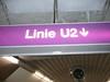 Schild mit Aufschrift U2