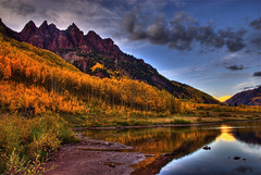 Dusk at Maroon Lake (Thad Roan - Bridgepix) Tags: autumn trees sunset sky lake color reflection fall water clouds colorado searchthebest dusk foliage explore aspen alpenglow maroonbells maroonlake sieversmountain 200809