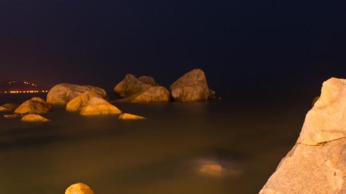 海上的石头
