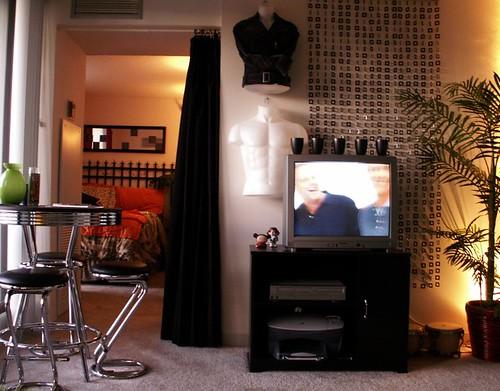 Chicago high-rise studio apartment - Living area